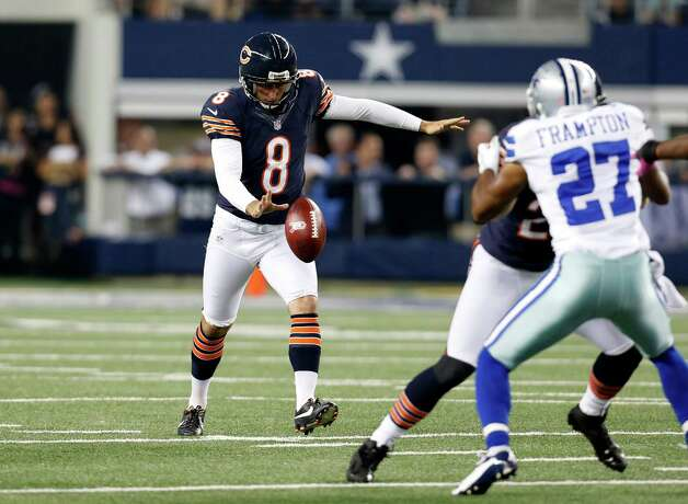 Chicago Bears punter Adam Podlesh (8) prepares to punt as Dallas Cowboys' Eric Frampton (27) pressures during an NFL football game Monday, Oct. 1, 2012, in Arlington, Texas. (AP Photo/Sharon Ellman) Photo: Sharon Ellman, Associated Press / FR170032 AP
