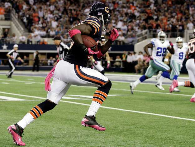 Chicago Bears cornerback Charles Tillman returns an interception for a touchdown during the first half of an NFL football game against the Dallas Cowboys, Monday, Oct. 1, 2012, in Arlington, Texas. (AP Photo/Tony Gutierrez) Photo: Tony Gutierrez, Associated Press / AP