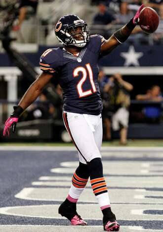 Chicago Bears strong safety Major Wright (21) celebrates his interception against the Dallas Cowboys during the second half of an NFL football game, Monday, Oct. 1, 2012, in Arlington, Texas. (AP Photo/LM Otero) Photo: LM Otero, Associated Press / AP
