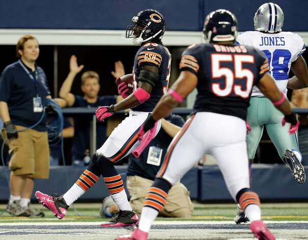 Chicago Bears cornerback Charles Tillman returns an interception for a touchdown past Dallas Cowboys running back Felix Jones (28) as Bears' Lance Briggs (55) watches during the first half of an NFL football game, Monday, Oct. 1, 2012, in Arlington, Texas. (AP Photo/Sharon Ellman) Photo: Sharon Ellman, Associated Press / FR170032 AP