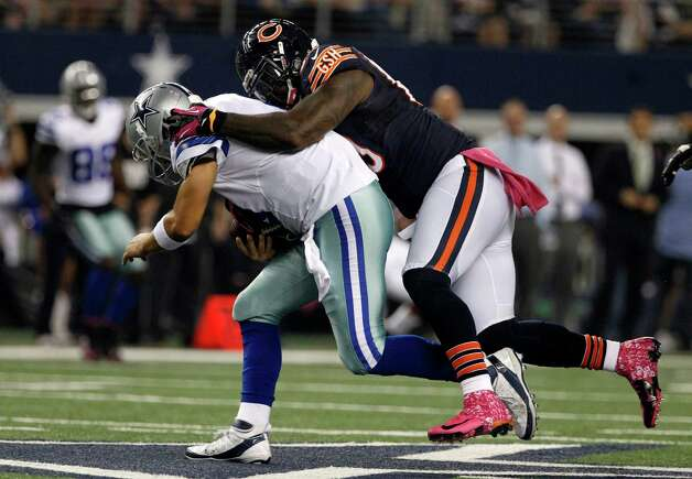 Chicago Bears defensive tackle Henry Melton (69) sacks Dallas Cowboys' Tony Romo (9) during an NFL football game Monday, Oct. 1, 2012, in Arlington, Texas. (AP Photo/Tony Gutierrez) Photo: Tony Gutierrez, Associated Press / AP