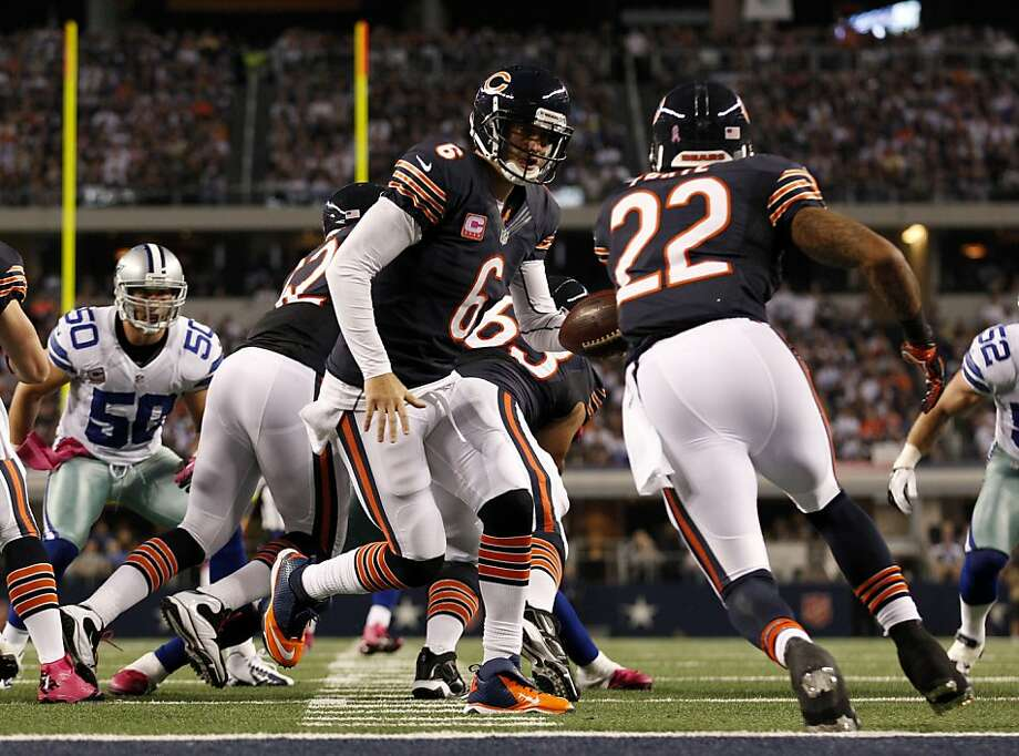 Quarterback Jay Cutler (6) threw for 275 yards and two scores to help upend the error-prone Cowboys. Photo: LM Otero, Associated Press