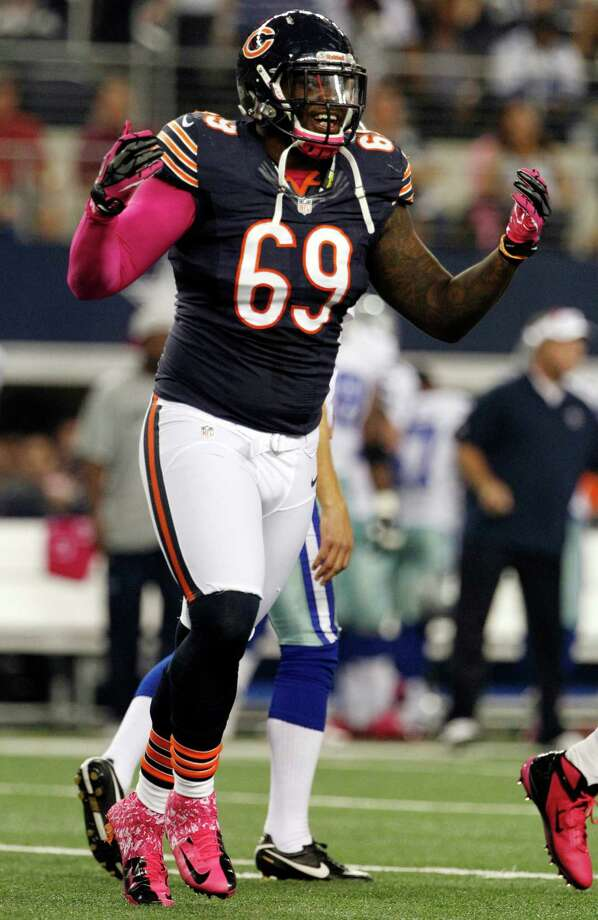 Chicago Bears defensive tackle Henry Melton (69) celebrates after sacking Dallas Cowboys quarterback Tony Romo (9) during the first half of an NFL football game, Monday, Oct. 1, 2012, in Arlington, Texas. (AP Photo/Tony Gutierrez) Photo: Tony Gutierrez / AP