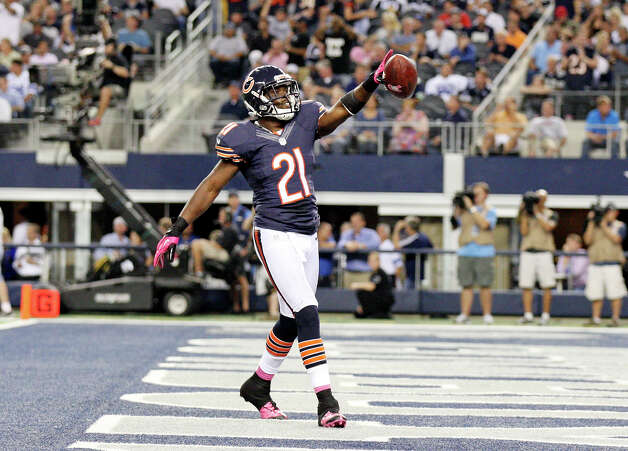Chicago Bears' Major Wright celebrates after intercepting the ball against the Dallas Cowboys during second half action Monday Oct. 1, 2012 at Cowboys Stadium in Arlington, Tx.  The Bears won 34-18. Photo: Edward A. Ornelas, Express-News / © 2012 San Antonio Express-News