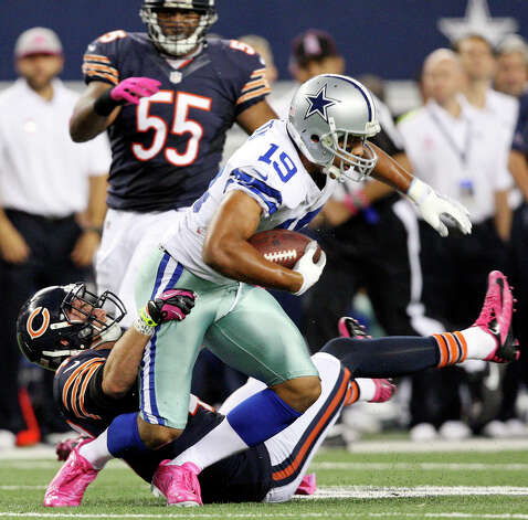 Dallas Cowboys' Miles Austin tries to shake the tackle of Chicago Bears' Chris Conte during first half action Monday Oct. 1, 2012 at Cowboys Stadium in Arlington, Tx. Photo: Edward A. Ornelas, Express-News / © 2012 San Antonio Express-News