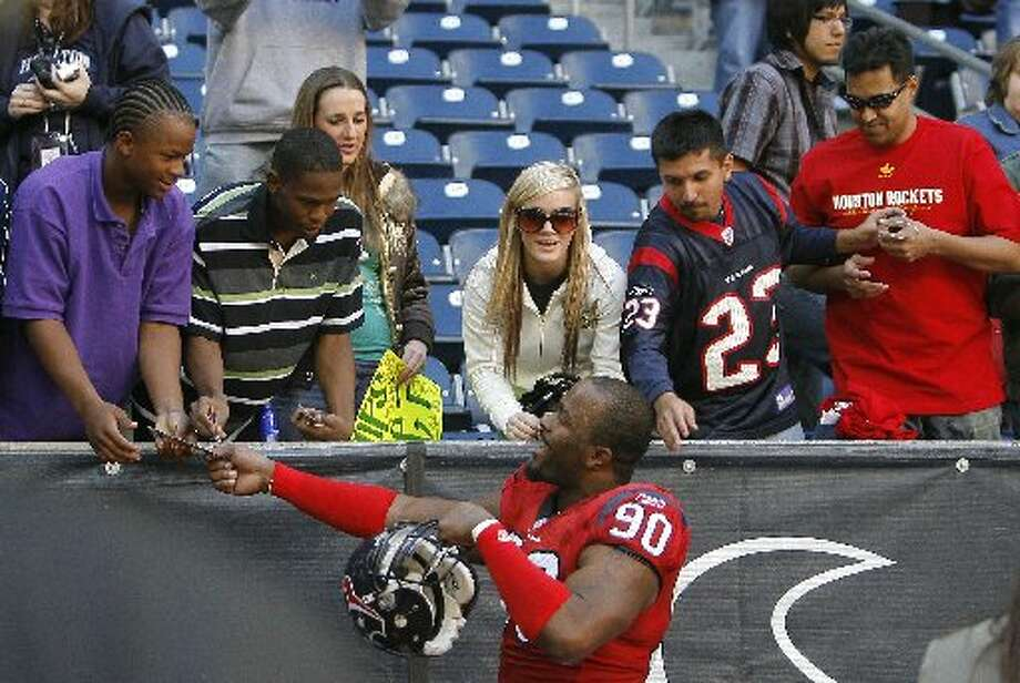 Mario Williams was always generous to the fans. (Steve Campbell / Houston Chronicle)