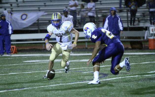 Kerrville Tivy quarterback Parks McNeil (7) scrambles to recover a fumble Friday during Tivy's 34-14 victory over the Clemens Buffaloes at Lehnhoff Stadium. Photo: Greg Bell / For The NE Herald