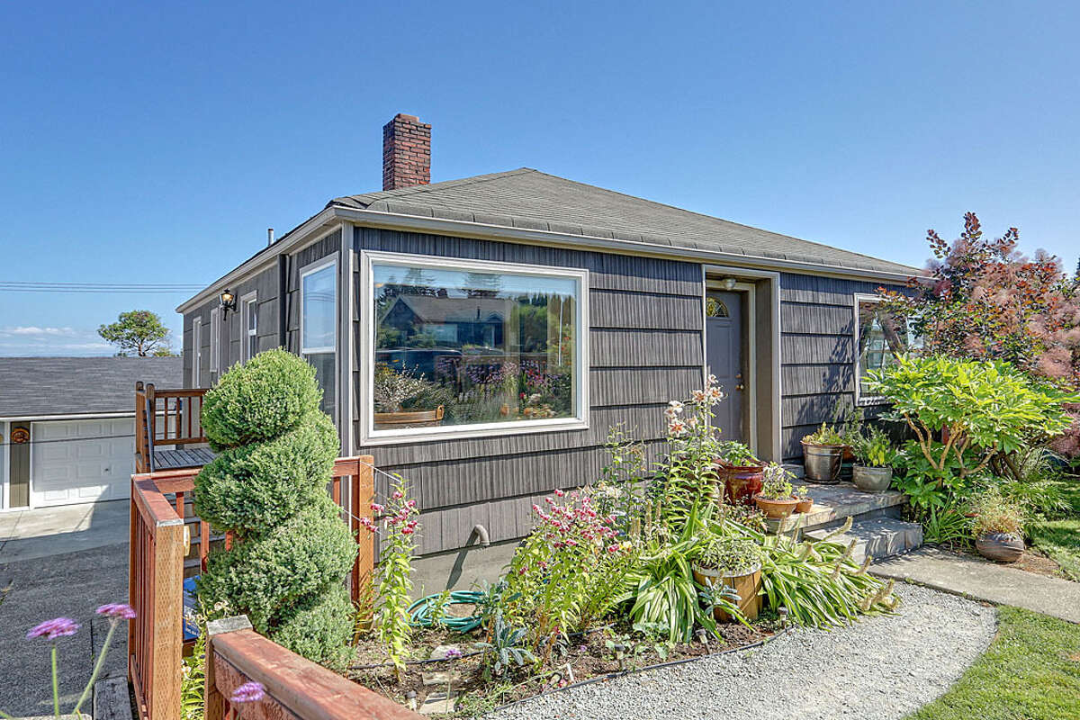 Delridge runs along the east side of West Seattle, featuring homes that generally are more affordable than those to the west, and views of the city and Mount Rainier. Here are three houses listed there for around $350,000, starting with 7334 30th Ave. S.W. The 1,540-square-foot house, built in 1942, has three bedrooms and 1.75 bathrooms -- including a master bedroom with a big walk-in closet -- a den, a wine cellar, a view deck, a garden and a greenhouse on a 5,850-square-foot lot. It's listed for $360,000.
