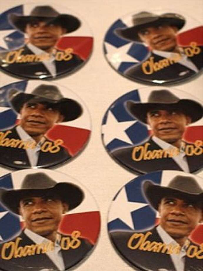 Obama Texas campaign buttons at the Democratic convention in Denver. (Rick Dunham / Hearst Newspapers)