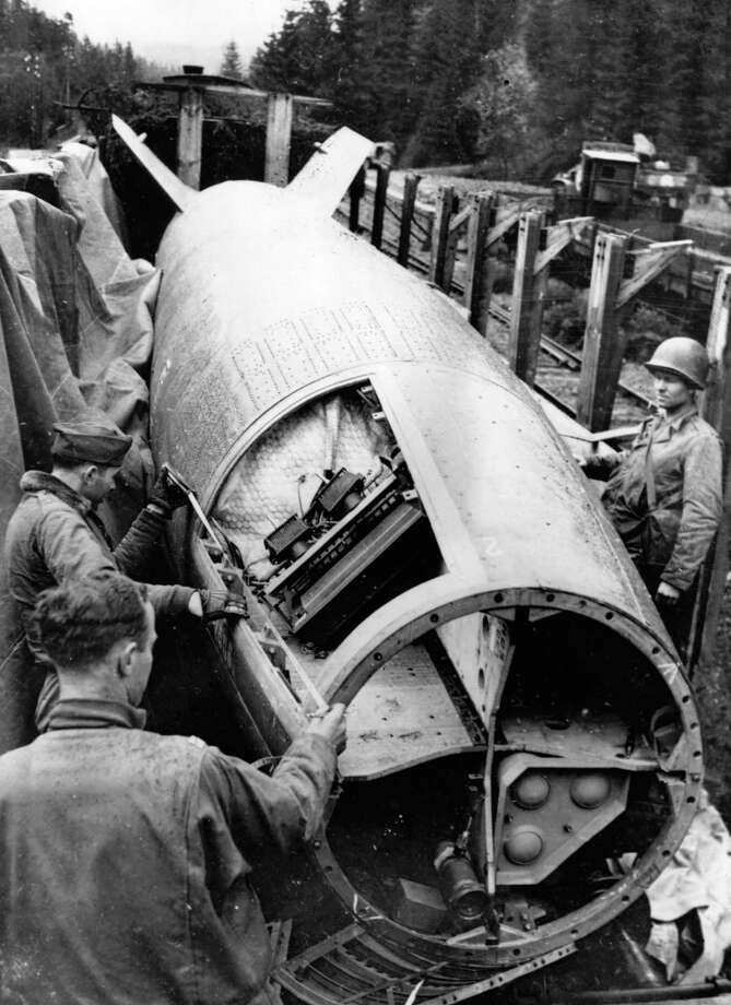 U.S. Army soldiers inspect the control mechanism of a captured V-2  at Bomskirchen, Germany, in 1945. Photo: Seigman, Getty Images / Hulton Archive