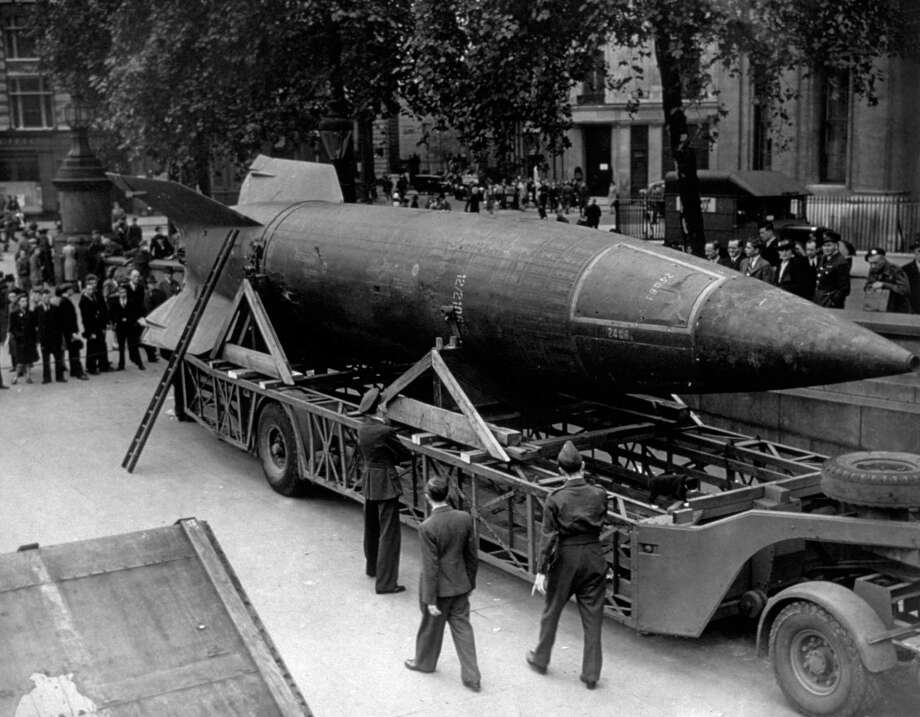 A V-2 rocket is displayed in Trafalgar Square, London, circa 1945. Photo: Hulton Archive, Getty Images / Hulton Archive