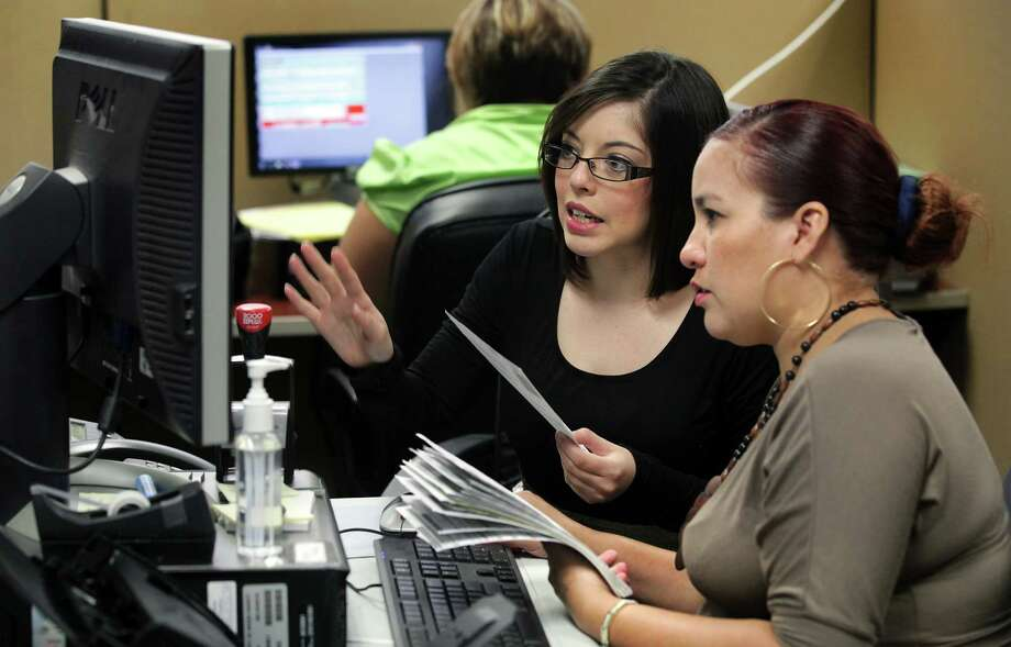 Voter Registration processor Danyelle Ramirez, center helps Jennifer Torres, right, enter information for new Voter Registration cards at the Bexar County Elections Department.  Tuesday.  Oct. 2, 2012. The deadline for registration is Tuesday, Oct. 9, 2012. Photo: BOB OWEN, San Antonio Express-News / © 2012 San Antonio Express-News