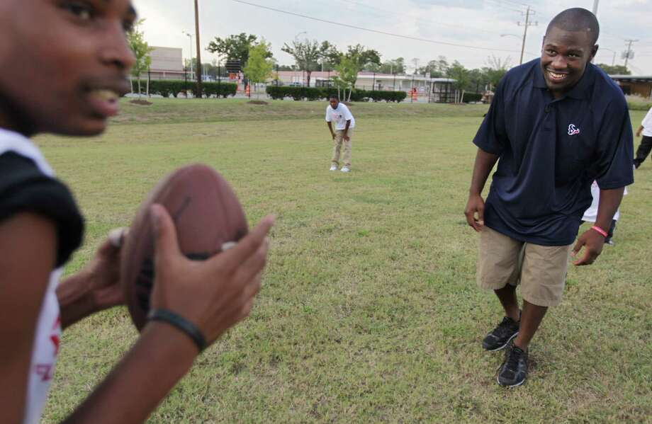 Houston Texans RB Justin Forsett gives instruction while running a drill during flag football practice at the Houston Texans YMCA on Tuesday, Oct. 2, 2012, in Houston. Photo: Mayra Beltran, Houston Chronicle / © 2012 Houston Chronicle