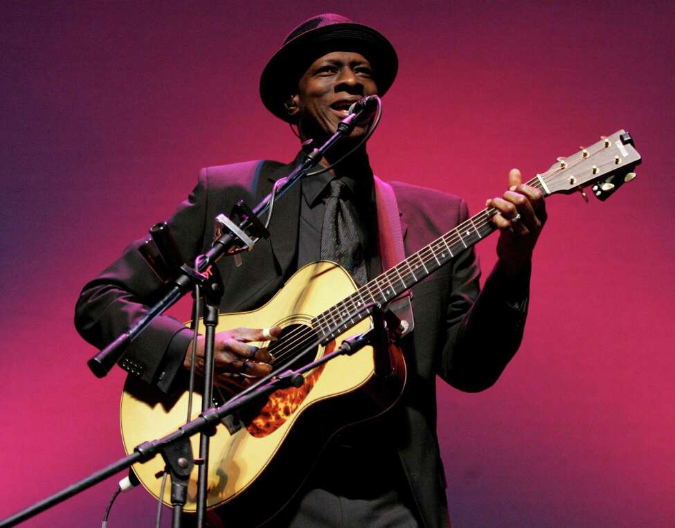 Keb' Mo' performs in a benefit concert for CASA, Center For Prevention of Abuse and Violence, with Joe Bonamassa on Sunday, April 15, 2007, in Phoenix. (AP Photo/Rick Scuteri)