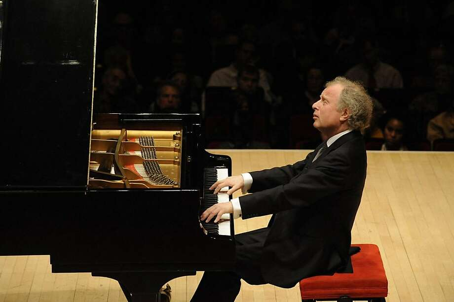 András Schiff conducted and played with the S.F. Symphony, performing on a modern grand piano. Photo: Courtesy San Francisco Symphony, San Francisco Symphony