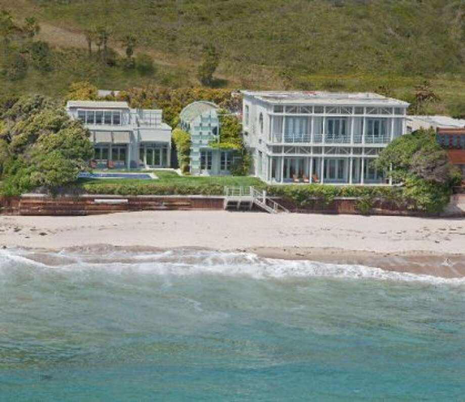 The Carbon Beach home that former Yahoo CEO Terry Semel sold to Oracle CEO Larry Ellison for just under $37 million. (RobertDGentry.com)