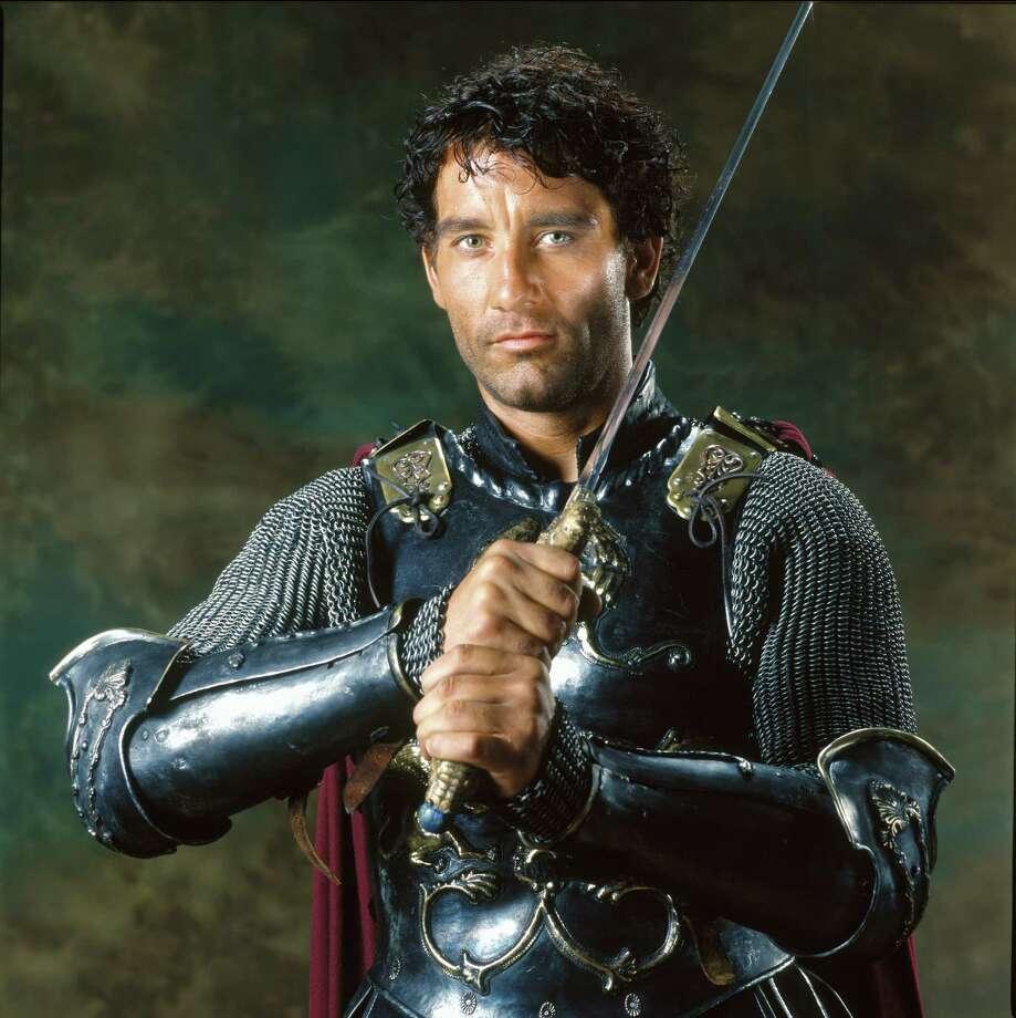 """As Arthur, Clive Owen kept filmgoers on edge when he wielded a blade in """"King Arthur."""" / handout cd"""