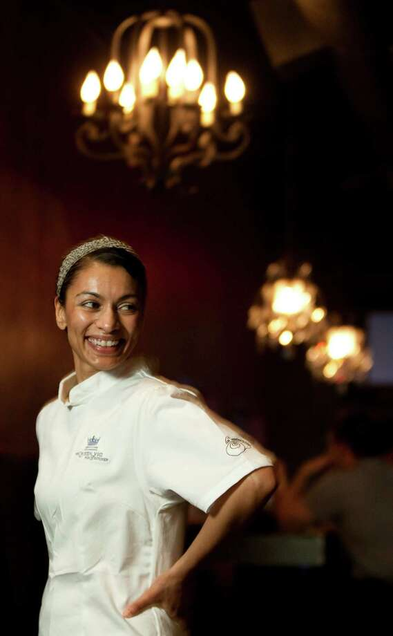The Queen Vic Pub chef Sheila Di Virgilio, photographed Wednesday, Sept. 22, 2010, in the pub in Houston. ( Nick de la Torre / Houston Chronicle ) Photo: Nick De La Torre / Houston Chronicle