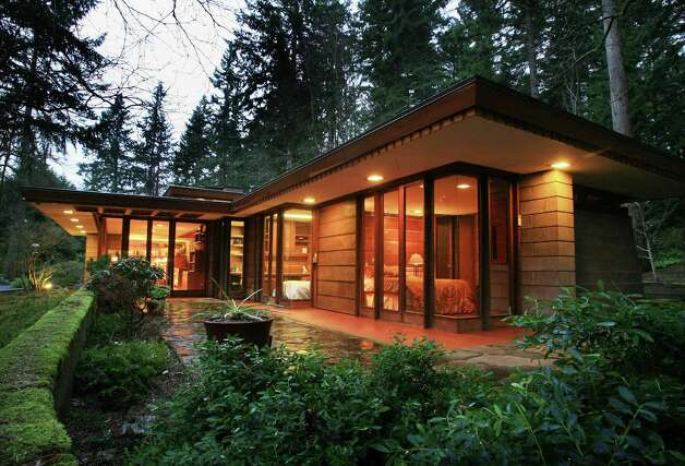 Frank lloyd wright 39 usonian 39 home for sale in sammamish for Frank lloyd wright inspired house plans