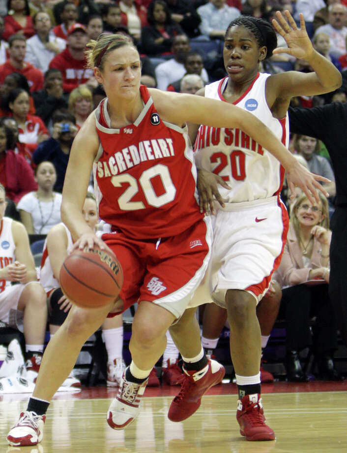 Sacred Heart forward Callan Taylor (20) drives against Ohio State guard Shavelle Little (20) during a first-round women's NCAA college basketball tournament game Saturday, March 21, 2009 in Columbus, Ohio. (AP Photo/Jay LaPrete) Photo: Jay LaPrete, AP / FR52593 AP