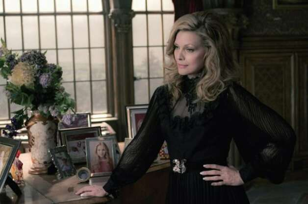Michelle Pfeiffer as Elizabeth Collins Stoddard. (Peter Mountain / © 2012 Warner Bros. Entertainment Inc. - U.S., Canada, Bahamas & Bermuda. © 2012 Village Roadshow Films (BVI) Limited – All other territories.)