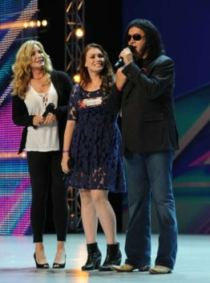 THE X FACTOR: Sophie Simmons with parents Shannon Tweed (L) and Gene Simmons (R) on an all new epsiode of THE X FACTOR airing Wednesday Sep. 26 (8:00-10:00PM ET/PT) on FOX. CR: Ray Mickshaw/ FOX (                                                      )