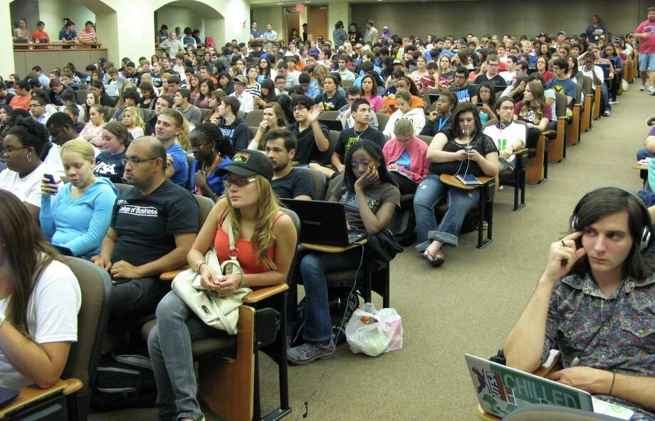 Hundreds of UTSA students monitored the presidential debate Wednesday night, and many used their laptops, smart phones and tablets to provide instant reaction as part of a national focus group involving 10,000 students. Photo: John W. Gonzalez/Express-News