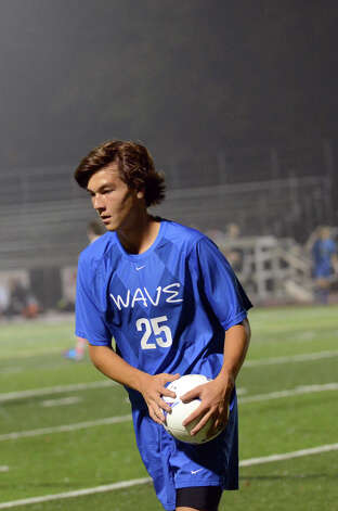 Darien's Alexei Gunya (25) prepares to put the ball in play during the boys soccer game against Ridgefield at Ridgefield High School on Wednesday, Oct. 3, 2012. Photo: Amy Mortensen / Connecticut Post Freelance