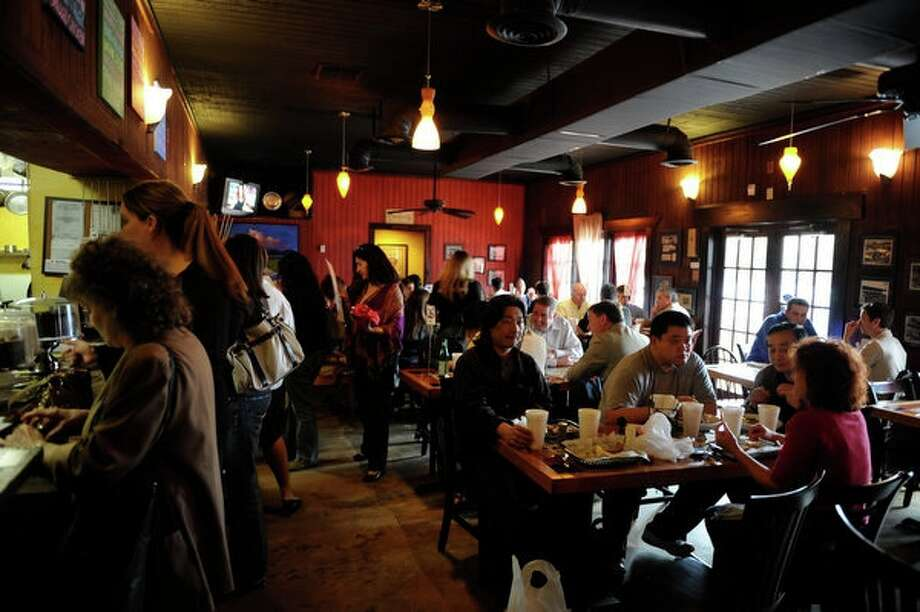 The area has attracted quite a bit of entertainment-oriented businesses, including a selection of restaurants and bars, such as the District 7 Grill.