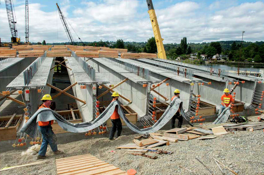 The new South Park Bridge under construction. Photo: John Stamets / 2012
