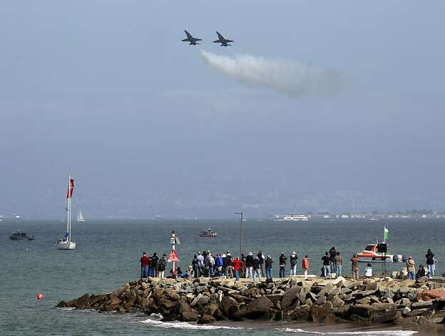 Blue Angels pilots practice a stall manuever during a practice session for Saturday's Fleet Week performance in San Francisco, Calif. on Thursday, Oct. 4, 2012. Photo: Paul Chinn, The Chronicle