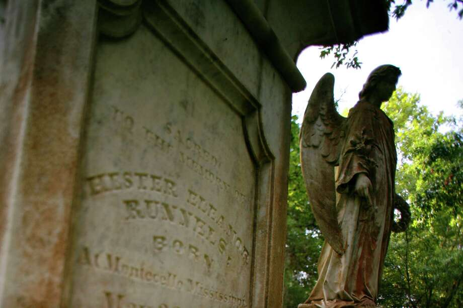 The grave of Hester Eleanor Runnels photographed in Glenwood Cemetery. Photo: File / Houston Chronicle