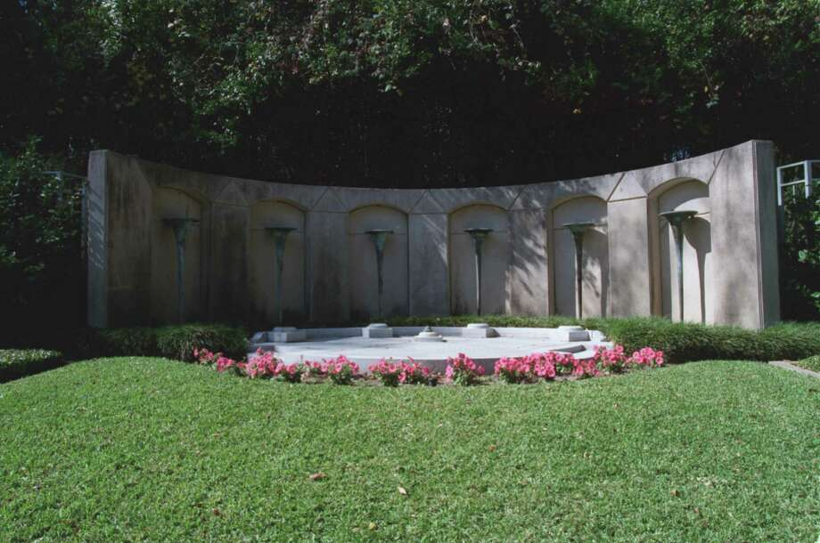 The final resting place for Howard Hughes is in this Hughes family plot in Glenwood Cemetery. Photo: File / Houston Chronicle