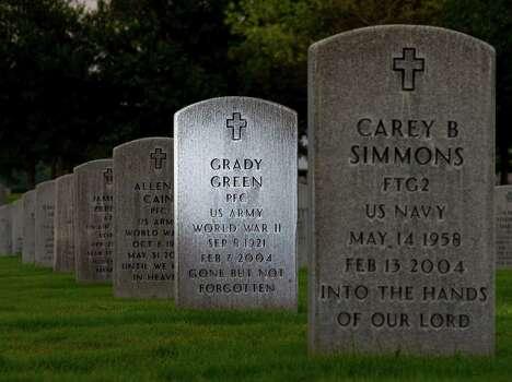 Headstones at Houston National Cemetery. Photo: Karen Warren / © 2012  Houston Chronicle