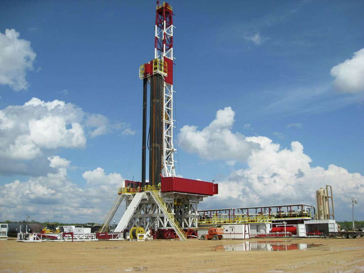 Sidewinder is one of the drillers in the Eagle Ford Shale area. A report says the U.S. would gain big economic benefits by exporting more natural gas.
