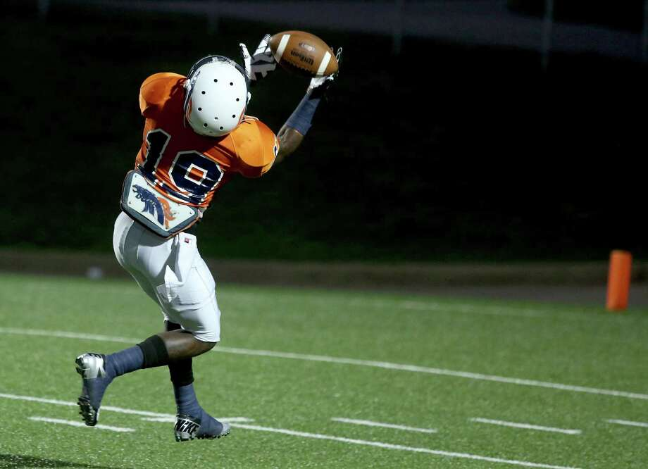 Bush's Wayne Grice #19 catches the pass for a touchdown. Photo: Thomas B. Shea, For The Chronicle / © 2012 Thomas B. Shea