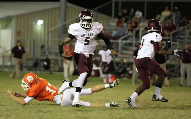 Silsbee quarterback Patrick Reed, 5, rushes during the second quarter of the game against Orangefield Friday at F.L. McClain Stadium in Orange. Matt Billiot/Special to The Enterprise Photo: Matt Billiot