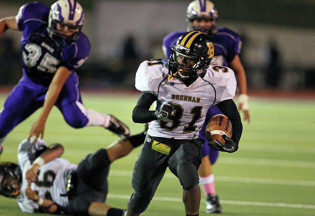 Bears running back Makai Green breaks into the open after getting past tacklers as Brackenridge hosts Brennan at Alamo Stadium on October 4, 2012. Photo: Tom Reel, San Antonio Express-News / ©2012 San Antono Express-News