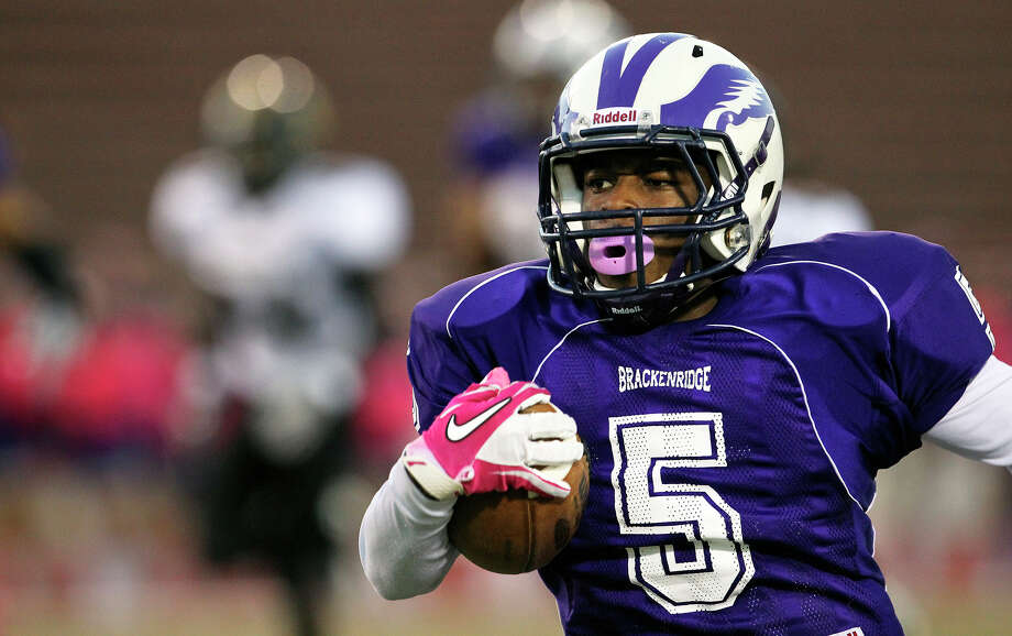 Troy Mathis smokes the opening kickoff for a touchdown as Brackenridge hosts Brennan at Alamo Stadium on October 4, 2012. Photo: Tom Reel, San Antonio Express-News / ©2012 San Antono Express-News