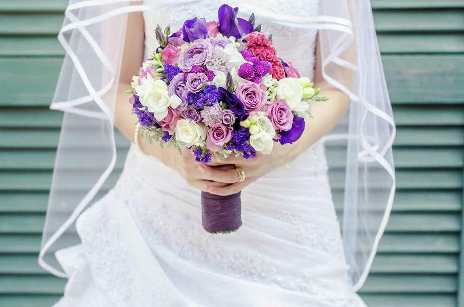 Save money on a wedding dress. (Fotolia.com) / laszlolorik - Fotolia