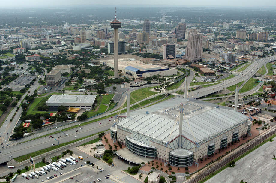 Aerial of downtown San Antonio on Monday, June 28, 2004. ( JERRY LARA STAFF ) Photo: JERRY LARA, SAN ANTONIO EXPRESS-NEWS / SAN ANTONIO EXPRESS-NEWS