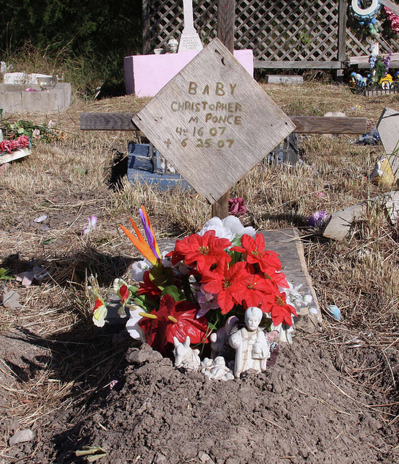 An infant's grave in Brownsville, Texas. (JMazzolaa/Flickr Creative Commons)