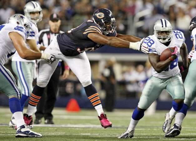 Dallas Cowboys' Felix Jones looks for room around Chicago Bears' Corey Wootton during second half action Monday Oct. 1, 2012 at Cowboys Stadium in Arlington, Tx.  The Bears won 34-18. (Edward A. Ornelas / San Antonio Express-News)