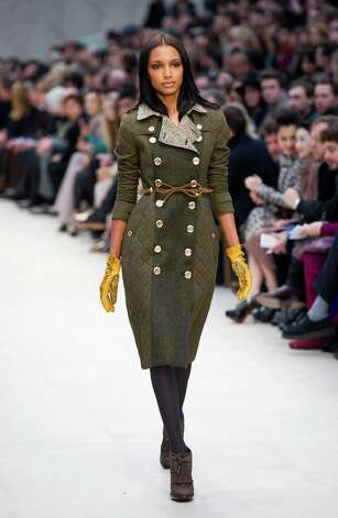 LONDON, ENGLAND - FEBRUARY 20: A model walks the runway during the Burberry Prorsum show at London Fashion Week Autumn/Winter 2012 at Kensington Gardens on February 20, 2012 in London, England. Photo: Ian Gavan, Getty Images / 2012 Getty Images