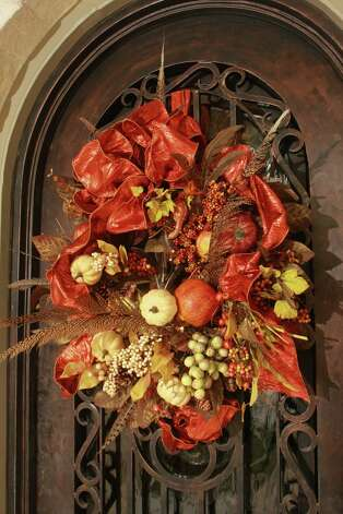 Enliven the front entry with a wreath. Photo: Gary Fountain, For The Chronicle / Freelance