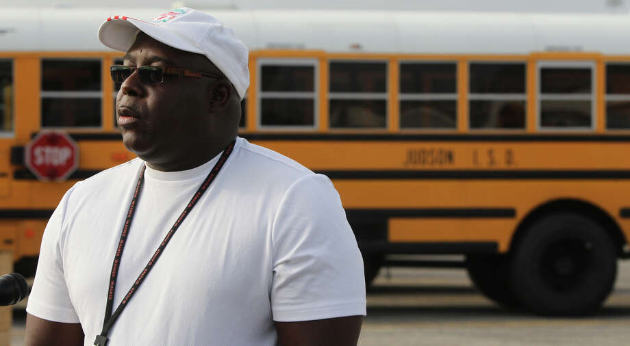 Judson Independent School District credited bus driver John Warren with preventing a direct head-on collision. Photo: JOHN DAVENPORT, San Antonio Express-News / ©San Antonio Express-News/Photo Can Be Sold to the Public