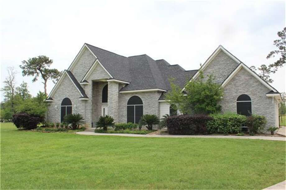 15457 Crown Oaks Drive | Coldwell Banker United | Photo: CBU