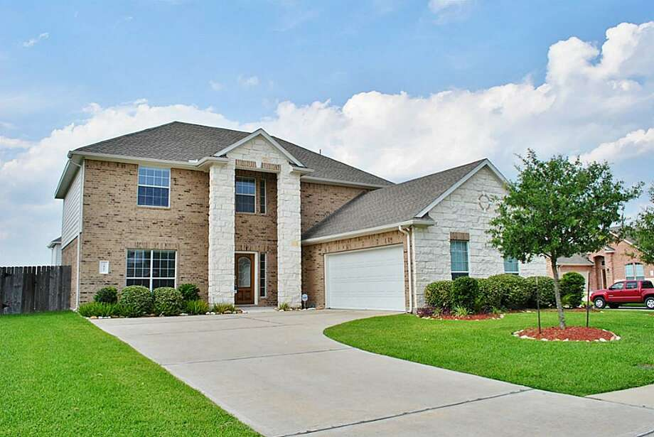5801 Little Grove, Pearland| Coldwell Banker United | Photo: CBU