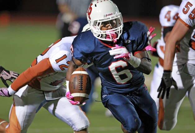 Rough Rider running back Frank Barnes finds a way through the middle as Madison plays Roosevelt at Heroes Stadium on October 5, 2012. Photo: Tom Reel, Express-News / ©2012 San Antono Express-News