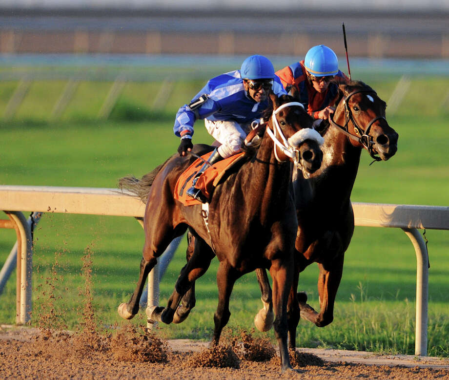 Las Vegas-based Pinnacle Entertainment Co. is awarded a large stake in the Retama Park racing license.  Photo: JOHN ALBRIGHT, Express-News / San Antonio Express-News